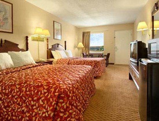 Days Inn Gulfport: Standard Two Queen Bed Room