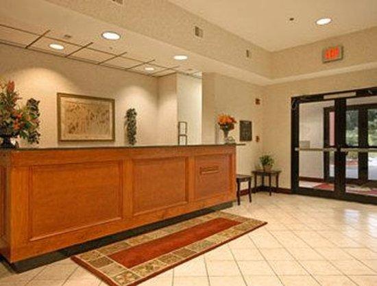 Days Inn Manassas: Lobby
