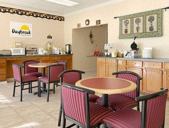 Days Inn Leesville: Breakfast Area