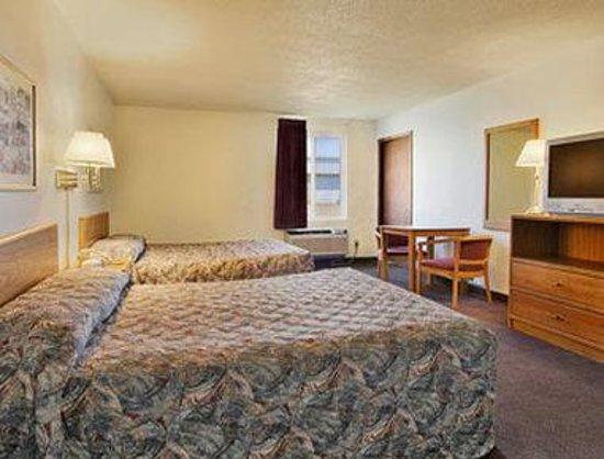 Days Inn Jamestown: Standard Two Double Bed Room