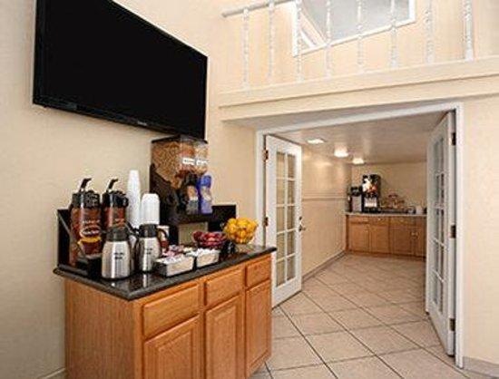 Days Inn & Suites Tucson AZ: Breakfast Area