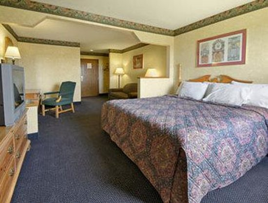 Days Inn & Suites Dundee : Standard King Bed Room