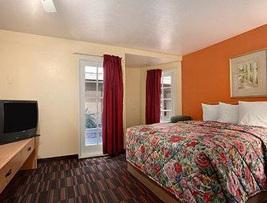 Days Inn & Suites Tucson AZ: One Bed Suite B