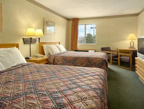 Days Inn & Suites Dundee : Standard Two Double Bed Room