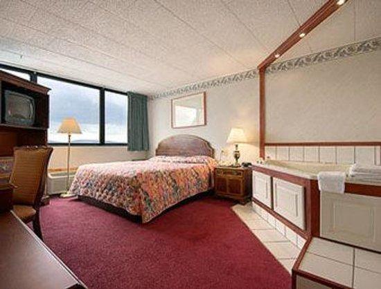 Days Inn Scranton PA: Jacuzzi Suite