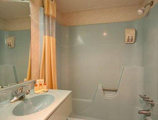 Days Inn Scranton PA: Bathroom