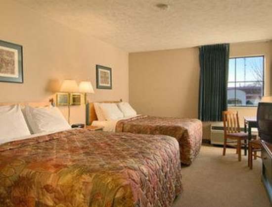 Days Inn Springfield South: Standard Two Double Bed Room