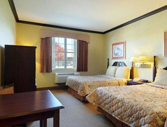 Days Inn & Suites Ft. Worth DFW Airport South : Standard Two Queen Bed Room