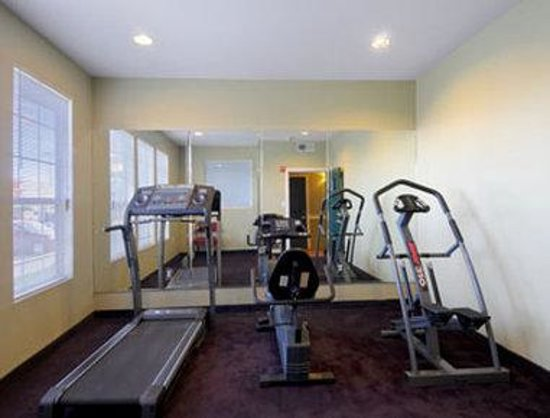 Days Inn & Suites Ft. Worth DFW Airport South : Fitness Center