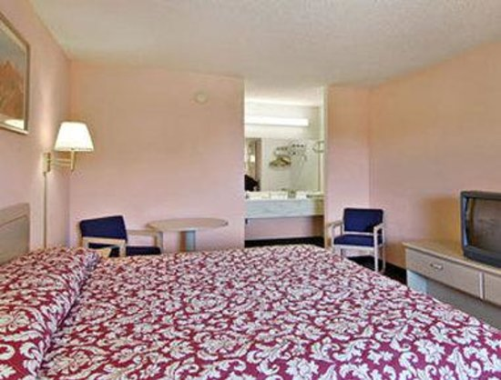 Camilla, GA: Standard King Bed Room