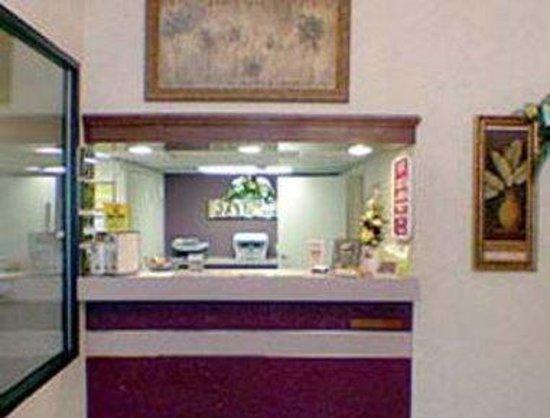 Days Inn Clemson: Front Desk