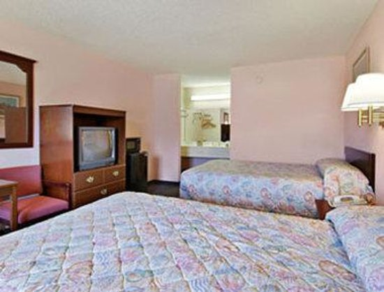 Camilla, GA: Standard Two Double Bed Room