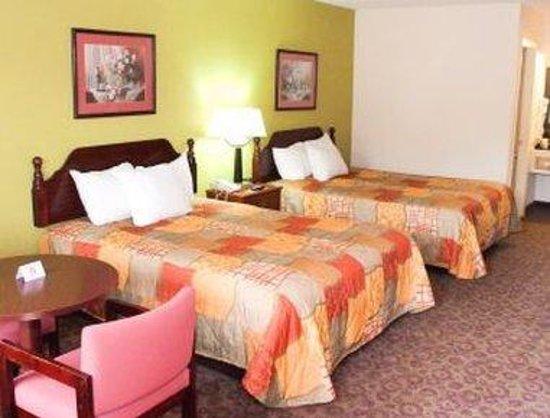Days Inn Clemson : Guest Room with 2 Queen Beds