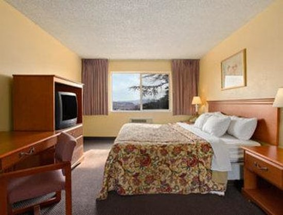 Days Inn St. George: King Suite