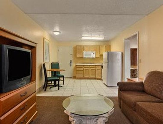 Days Inn St. George: Standard King Bed Room With Kitchenette