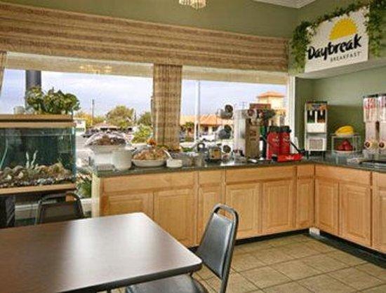 Knights Inn Palmdale Lancaster Area: Breakfast Area