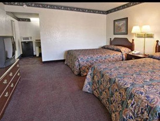 Days Inn Clayton: Standard Two Double Bed Room