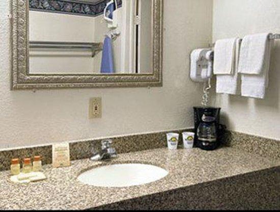 Days Inn Clayton: Bathroom