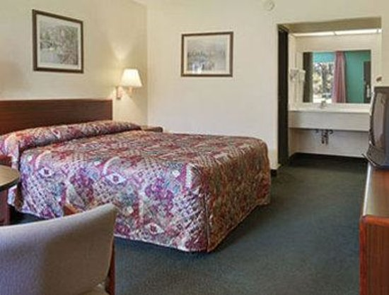 Days Inn Crystal River: Standard King Bed Room