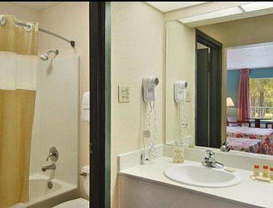 Days Inn Crystal River: Bathroom