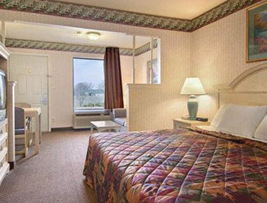 Days Inn & Suites Osceola AR: Standard King Bed Room with Kitchenette