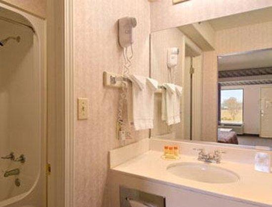 Days Inn & Suites Osceola AR: Bathroom