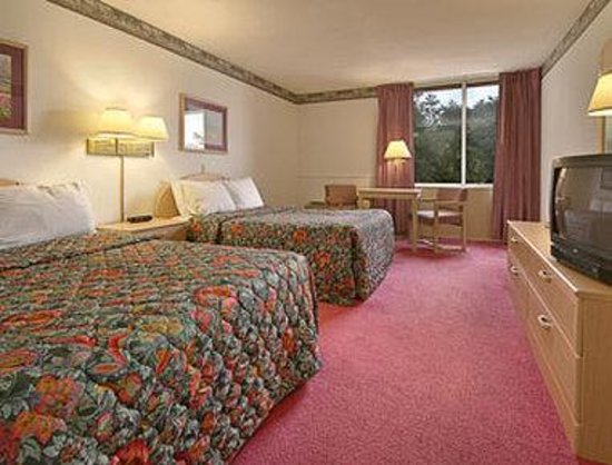 Days Inn Princeton: Standard Two Queen Bed Room