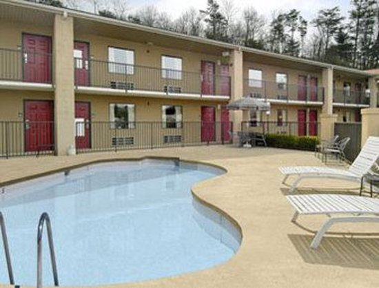 Days Inn Asheville North: Pool