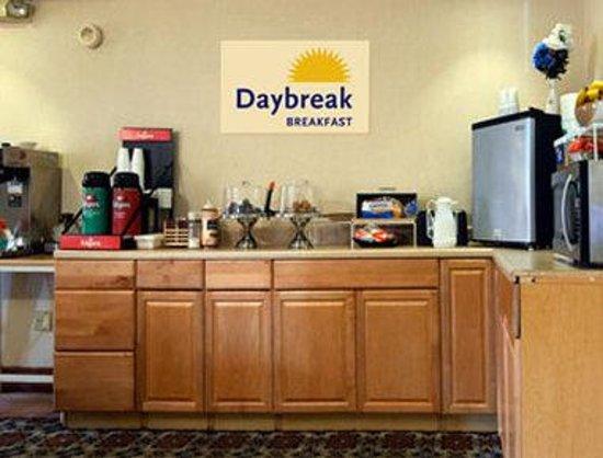 Days Inn Auburn/Finger Lakes Region : Breakfast Area