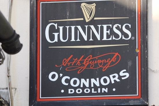O'Connors Pub Doolin: Outside O'Connors