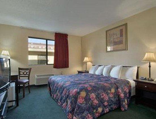 Days Inn Auburn/Finger Lakes Region : Standard King Bed Room