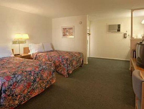 Days Inn Socorro: Standard Two Double Bed Room
