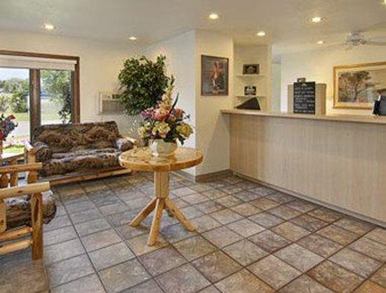 Days Inn & Suites-Mackinaw City-Bridgeview Lodge : Lobby