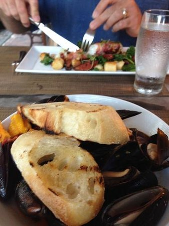 Queequeg's : Delicious mussels