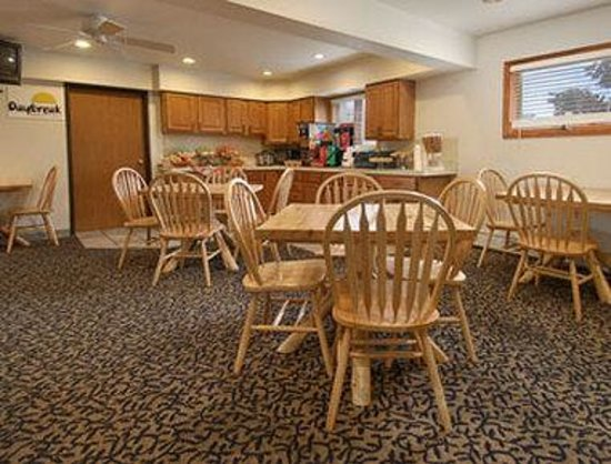 Days Inn & Suites-Mackinaw City-Bridgeview Lodge : Breakfast Area