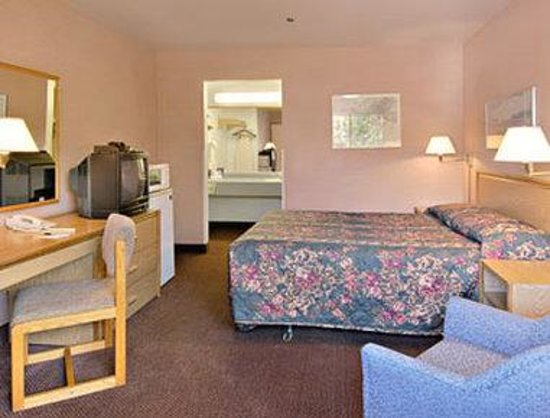 Days Inn Seattle South Tukwila: Standard Queen Bed Room