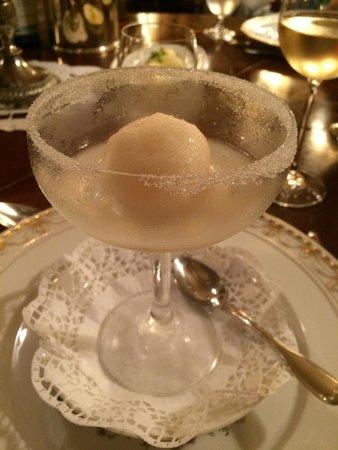 Heising: Sorbet of elderflower with champagne