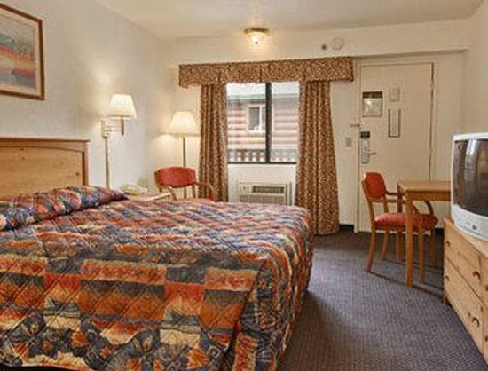 Days Inn & Suites-Mackinaw City-Bridgeview Lodge: Standard Queen Bed Room