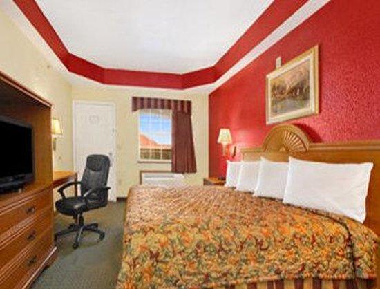 Days Inn Alvarado: Standard King Bed Room