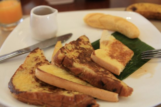 The Ranee Boutique Suites: French toast @ breakfast