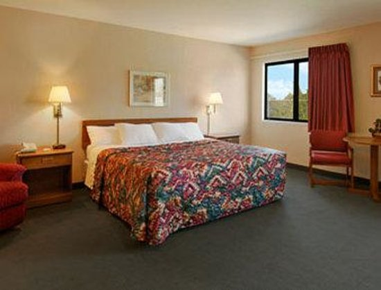 Days Inn Boonville: Jacuzzi Suite