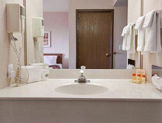 Days Inn Boonville : Bathroom