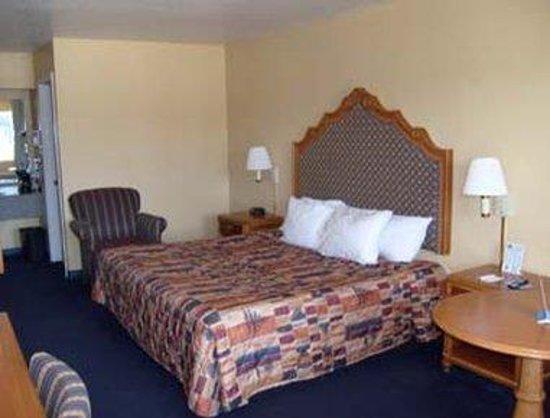 Days Inn San Antonio: Standard King Bed Room