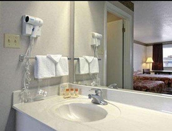 Days Inn San Antonio: Bathroom