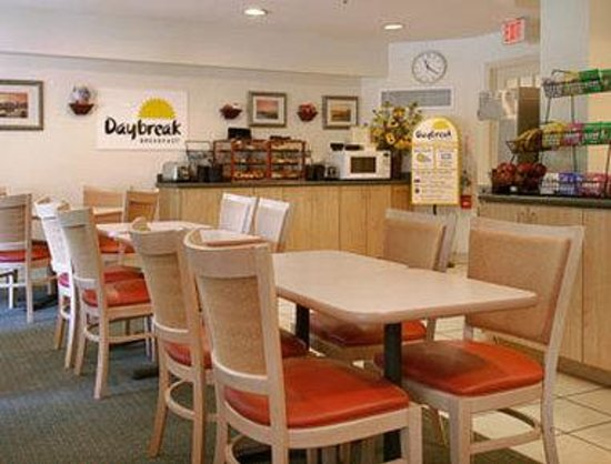 Days Inn Hilton Head : Breakfast Area