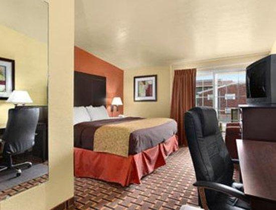 Days Inn Joplin: Standard King Room