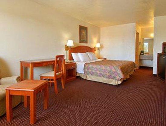 Days Inn Willcox : Standard King Bed Room