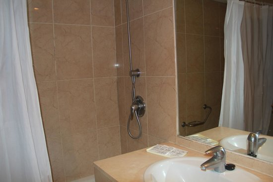 Myramar Fuengirola Hotel: bad met douche