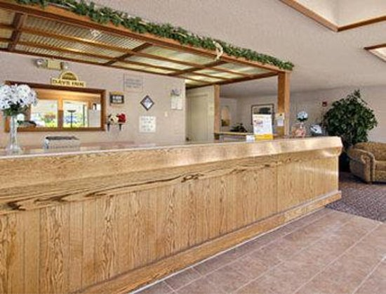 Days Inn Bend: Lobby