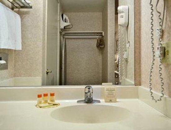 Hills Garden Hotel San Bernardino: Bathroom